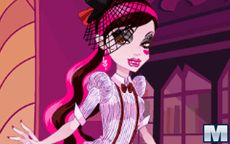 Monster High Series: Draculaura Dress Up